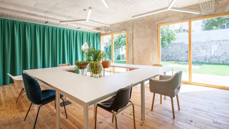 armazem-cowork-flexi-desks-garden-view